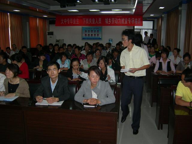全区2010年《市场营销》专业培训班开班