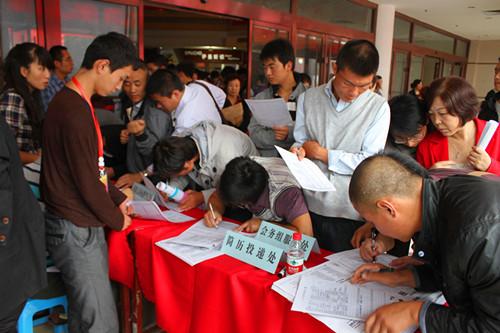 庆阳市成功举办2012普通高校毕业生就业见习岗位对接暨大型人才招聘会